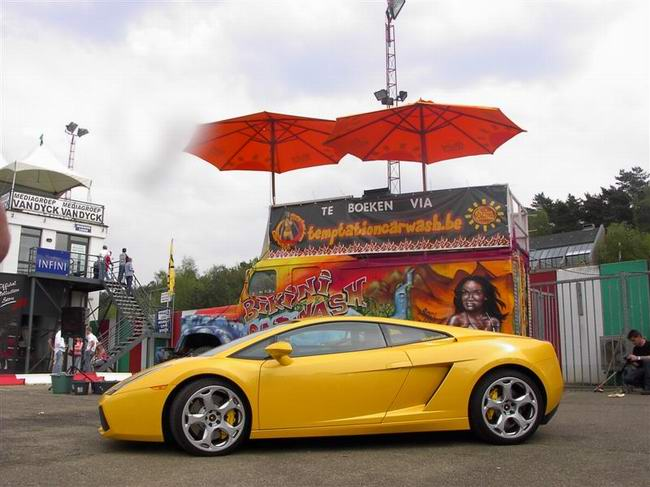 Красивые девушки и авто автомобиль, фотомодели на авто фото фотографии